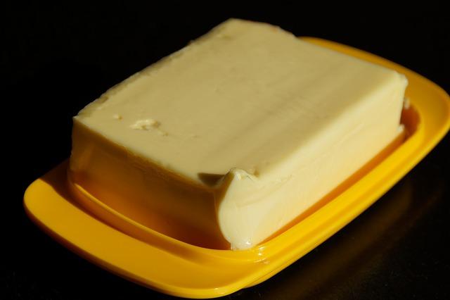 máslo na tácku